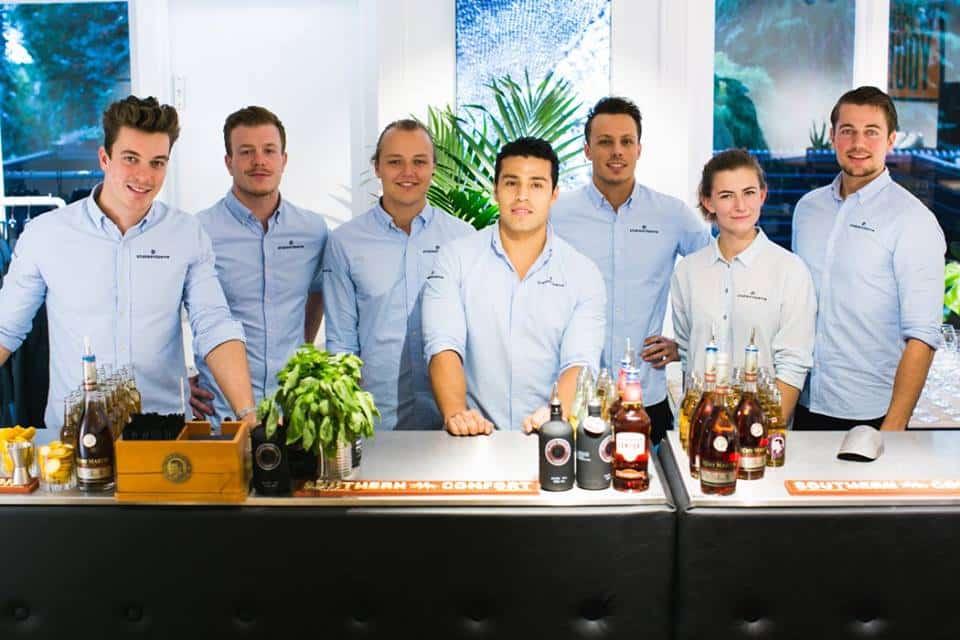 Het team van Shake & Serve bij de opening van Denham Amsterdam